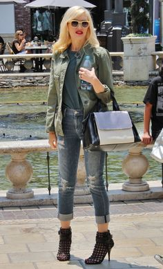 Μόνο η Gwen Stefani μπορεί να φοράει κοντά τζιν boyfriend και να είναι σέξι [εικόνες] | iefimerida.gr