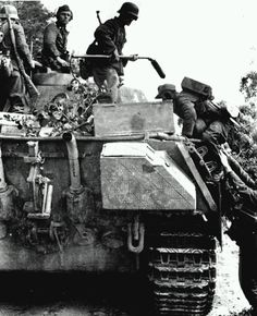 https://flic.kr/p/koQ7rc   A Panther Ausf.G (early) France 1944.   A Panther Ausf.G (early) picking up men equipped with the Wien 41 mine detector, France 1944.