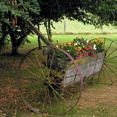 Wagon Wheel Garden Decor Bench