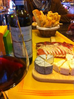 "Rosso di Montalcino Canalicchio 2011, goat's milk cheese and ""cinta senese"" cold cuts (photo by LocandaSanFrancesco #BoutiqueHotel #Montepulciano + www.locandasanfrancesco.it)"