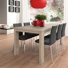 No muy lejos del aparador o de la vitrina se suele colocar la mesa de comedor con sus correspondientes sillas; creando, así, la zona de comedor, que también puede llegar a ser un centro importante del hogar.