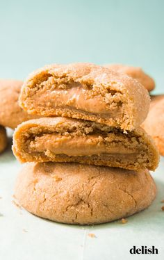 christmas cookies peanut butter Weihnachtspltzchen The Inside Of This Peanut Butter-Stuffed Cookie Taste Just Like Reeses. Cookie Desserts, Easy Desserts, Cookie Recipes, Dessert Recipes, Homemade Desserts, Fudge Recipes, Cookie Ideas, Easiest Cookie Recipe, Baking Recipes