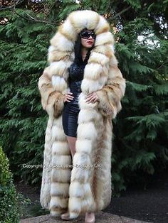 1000 images about fur fashion guide on pinterest fox fur coat chinchilla fur and fur coats. Black Bedroom Furniture Sets. Home Design Ideas
