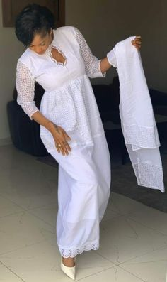 African Lace Styles, African Lace Dresses, African Fashion Dresses, African Attire, African Wear, Modest Dresses, Nice Dresses, Lace Outfit, Women's Evening Dresses
