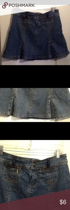 Women's mini skirt This is a women's Jean mini skirt. The pockets are in front. It has slits in front and back. DKNY jeans Skirts Mini