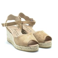 GAIMO SS18 'Roundy' espadrilles are made from supple suede and finished with pretty scalloped edges, this pair is set on an espadrille wedge heel and platform. The beige hue means they'll go with almost everything | www.spanishoponline.com