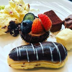 Sometimes monday deserves some sweet desserts.  @febryo