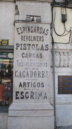 Placa comercial, Lisboa - Fotografia de Fernanda Sant`Anna do Espirito Santo e Clóvis do Espirito Santo Jr.