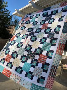 Dawn Patrol Beach Quilt Featuring Off Shore 2 Patchwork Quilt Patterns, Modern Quilt Patterns, Quilt Modern, Quilting Patterns, Sewing Patterns, Big Block Quilts, Quilt Blocks, Mini Quilts, Layer Cake Quilts
