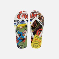 A style with a white matte strap and contrasting Havaianas logo. Its rice patterned footbed is printed with a DC Comics cover illustration of Superman while the rubber flip flop sole gives you that signature Havaianas comfortable fit.