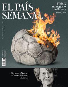 Un balón como una zarza ardiente (ilustrado por Guillermo Vázquez) y Sigourney Weaver fotografiada por Daniel Riera, en la portada de la-revista-que-me-da-