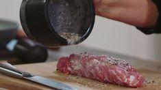 Wellington z polędwiczki wieprzowej    SKŁADNIKI  ciasto francuskie   musztarda   jajko   pieczarki   polędwiczka wieprzowa  szynka szwarcwaldzka  oliwa     Pieczarki podsmaż na oliwie, dopraw solą i pieprzem. Zmiksuj pulsacyjnie i odstaw do ostygnięcia. Polędwiczkę oprósz solą, pieprzem i podsmaż na rozgrzanej patelni. Ciasto francuskie posmaruj cienko musztardą, ułóż plastry szynki oraz przesmażone   pieczarki. Na koniec na środek ułóż polędwiczkę i zawiń ją ciastem francuskim. Posmaruj ciasto Nom Nom, Meat, Food, Essen, Meals, Yemek, Eten