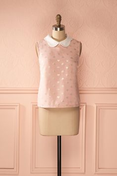 Elle se sentait d'humeur fantaisiste et souhaitait partager sa joie créatrice.  She felt whimsical today and wanted to share her artistic joy. Cute pink and golden peter pan collar top https://1861.ca/products/venalda