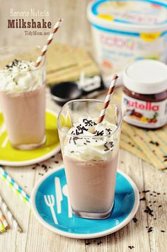 Banana Nutella Milkshake - ingredients: cup nutella 1 cup skim milk 3 big scoops of low fat vanilla frozen yogurt Directions: Add all ingredients into a blender and blend. Makes 2 10 ounce milkshakes. Nutella Milkshake, Milkshake Recipes, Banana Milkshake, Smoothie Recipes, Smoothies, Smoothie Drinks, Milk Shakes, Yummy Drinks, Gastronomia