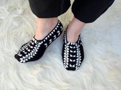 Hey, I found this really awesome Etsy listing at http://www.etsy.com/listing/130336920/home-shoes-hand-knit-slippers-socks