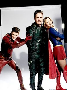 Green Arrow being pushed into the photo shoot by the Flash with Supergirl already posing Flash E Supergirl, Melissa Supergirl, Supergirl Comic, Superhero Shows, Superhero Memes, Kara Danvers Supergirl, The Flash Grant Gustin, Dc Tv Shows, Dc Comics Characters