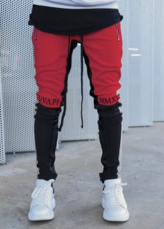 The world of track pants will never be the same! The biker track pants makes sure of that with its ankle zipper and new-school colour block combination. Casual Wear For Men, Stylish Mens Outfits, Ripped Biker Jeans, Chill Style, Fashion Joggers, Sport Wear, Pants Outfit, Street Wear, Menswear