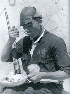 Comidas en la frente. miliciano del POUM