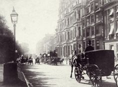 Old Pictures of London in Victorian Era - circa Traffic on a street in London's Piccadilly. (Photo by Otto Herschan/Getty Images) Victorian Street, Victorian London, Vintage London, Old London, Victorian Era, London Pictures, London Photos, Old Pictures, Old Photos