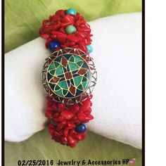 925 Carolyn Pollack Relios Coral Stretch Bracelet - What a simply gorgeous retired bright and beautiful coral stretch bracelet by carolyn pollack - this is from her ever popular relios line - just a gorgeous southwestern inlay genuine gemstone cross medallion on a stretch cluster strand bracelet - the inlay is turquoise, lapis and coral on sterling silver - one size fits most - It has Carolyn Pollack and the Relios Crescent and R hallmark. This is designed by Navajo Roderick Tenorio. Carolyn…
