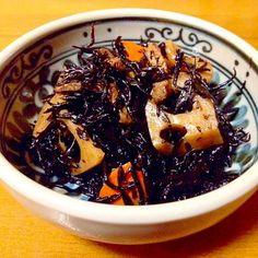 具だくさんひじきの煮物です。 いつものように、レンコン、油揚げ、人参、竹輪入りです。 - 84件のもぐもぐ - 具だくさんひじきの煮物 by mayumi0525