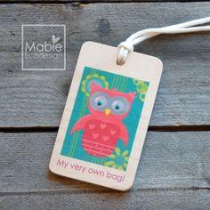 Identificateur de sac Hibouline - étiquette de voyage - accessoire en bois - fait au Québec - Création originale de la boutique MabieEcodesign sur Etsy