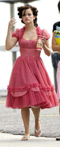 Reese on the set for Walk the Line - Walk The Line Photo - Fanpop Walk The Line, Line Photo, Reese Witherspoon, On Set, Vintage Outfits, Walking, Girly, Feminine, Hollywood