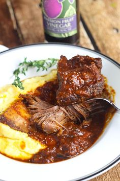 Red Wine Braised Short Ribs prepared in the oven are a perfect dinner party recipe because they can be made ahead of time. Braised Short Ribs, Beef Short Ribs, Braised Beef, Beef Ribs, Rib Recipes, Dinner Recipes, Cooking Recipes, Sauce Recipes, Paella