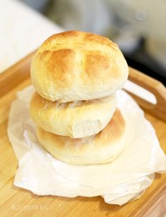 Sunday brunch with quick buttermilk buns Informations About Schnelle Buttermilch-Brötchen ohne Hefe Pan Rapido, Dinner Recipes, Dessert Recipes, Dessert Blog, Brunch Recipes, Healthy Protein, Evening Meals, Sunday Brunch, Dinner Rolls