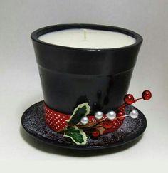 Crea unos llamativos sombreros de copa decorativos perfectos para esta navidad. Puedes usarlos como centros de mesa o como un obsequio lleno...