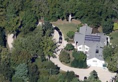 VicePresidents: Al Gore's Nashville TN home is outfitted with solar panels on the roof and a host of more features inside. Sitting on 2 acres, the home has 5 bedrooms and 9 bathrooms Solar Powered Generator, Solar Electric System, Solar Energy For Home, Al Gore, Hollywood Homes, Rich Home, Solar Installation, Celebrity Houses, Solar Panels