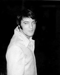 {*Beautiful Casual Pic of Elvis*}