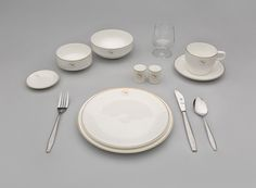 "Qantas Airways ""Alice Springs"" first-class meal service set  1970s Wedgwood England"