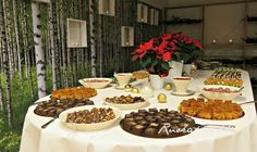 Ruokapankki: 100:lle suupaloja #ruokapankki #ruokablogi #fingerfoods Rocky Road, Finger Foods, Table Settings, Finger Food, Place Settings, Snacks, Tablescapes