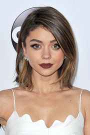 Sarah Hyland Side Parted Straight Cut