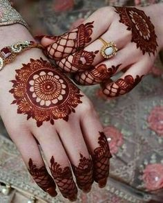Mehndi is something that every girl want. Arabic mehndi design is another beautiful mehndi design. We will show Arabic Mehndi Designs. Henna Hand Designs, Dulhan Mehndi Designs, Mehndi Designs Finger, Basic Mehndi Designs, Mehndi Designs For Beginners, Mehndi Design Photos, Mehndi Designs For Fingers, Beautiful Henna Designs, Beautiful Mehndi