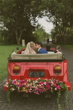15 Ways to Incorporate the Lucky Color Red into Your Wedding | Good Fortune | Joy | Passion | Love | Details | http://brideandbreakfast.hk/2016/09/06/15-ways-to-incorporate-the-lucky-color-red-into-your-wedding/