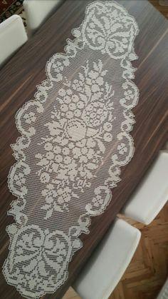 Crochet Doily Patterns, Crochet Doilies, Crochet Lace, Crochet Stitches, Crochet Table Runner, Crochet Tablecloth, Mesa Oval, Bed Runner, Christmas Cross