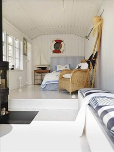 small space living cottage bedroom by the sea Sweden. Nautical Bedroom, Nautical Home, Nautical Design, Nautical Style, Home Beach, Beach House, Coastal Homes, Coastal Living, Coastal Style