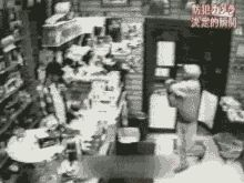 Thief thinks: eating greasy finger food before attempting a robbery = BAD IDEA.   http://www.funnyordie.com/articles/3d9dca35ca/gifs-of-professional-thieves-who-should-probably-lose-their-jobs