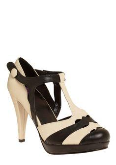 Pros and Contrast Heel   Mod Retro Vintage Heels   ModCloth.com - StyleSays