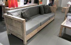 Bank van hergebruikt hout van Bauholz. Voor deze bank van Bauholz zijn geen extra bomen gesneuveld. de meubels van dit merk worden namelijk allemaal gemaakt van hergebruikt hout. Bauholz maakt alle meubels helemaal met de hand. De meubels kunnen binnen en buiten geplaatst worden. WELKE.
