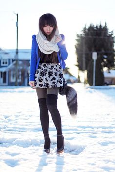 In need of an umbrella? Use your scarf! Grey Tights, Fashion Beauty, Fashion Looks, Flower Skirt, Edgy Chic, Black Knit, Black Wedges, Diy Clothes, Black Tops