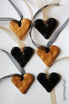 black and gold heart Christmas decorations by claremanson.deviantart.com
