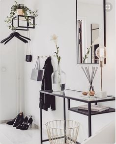 Loving this #pinterestinspo for my entryway. Simple and functional which I love. Getting some great ideas. #interiorstyling #interiordecor #interiordecorating #homestyling #instadesign #designinterior #instadecor #homeinspo #currentdesignsituation #decorinspo #interiordetails #modernhome #dslooking #interiorforyou #ihavethisthingwithfloors #interiordecoration #decorinspiration #smallspacesquad #housetour #whitedecoration #interiordesire #gatherdstyle #beautifulspaces #homestylinginspo…