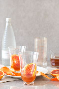 A fresh, juicy blood orangeade recipe made with a tangy orange syrup topped up with sparkling water. The make-ahead syrup keeps well in the fridge, for easy, fruity summer drinks. Gin Drink Recipes, Summer Drink Recipes, Summer Drinks, Smoothie Recipes, Juice Recipes, Healthy Smoothies, Vegan Recipes, Dessert Recipes, Orangeade Recipe