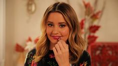 Tips For Wearing Berry Lipstick Like a Pro: Whether you've hitting every holiday party the season has to offer, or are keeping things low key, you'll want to look good. Best Beauty Tips, Diy Beauty, Beauty Makeup, Beauty Hacks, Hair Makeup, Beauty Secrets, Beauty Products, Berry Lipstick, Top Makeup Artists