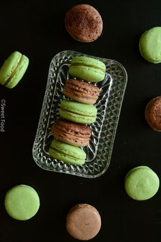 I dont know why but macaroons just look so dainty and delicious,,,gotta love that fancy food<3