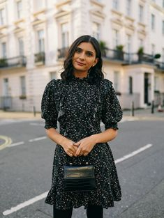 While floral prints go hand in hand with the spring and summer seasons, I believe this everlasting trend can be worn year-round. All Black Looks, Erdem, Little Dresses, Floral Blouse, Old Women, Frocks, Ball Gowns, Personal Style, Floral Prints