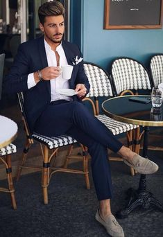 8 Excellent Mens Business Casual Fashion Tips! Nas Kobby Studios is part of Mens fashion business casual - Is your mens business casual fashion out of control It doesn't matter your sense of style, you should always know in advance how to put together […] Gentleman Mode, Gentleman Style, Terno Casual, Formal Men Outfit, Casual Outfits, Men Formal, Casual Blazer, Casual Jeans, Work Outfits